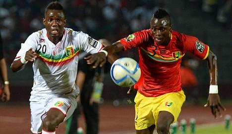 Malin Modibo Maiga (vas.) ja Guinean Issiaga Sylla eivät pystyneet ratkomaan maidensa paremmuutta pelikentällä.