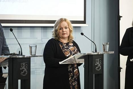 Perhe- ja peruspalveluministeri Krista Kiuru (sd) kertoi uusista koronavirusepidemian vastaisista linjauksista tiedotustilaisuudessa 10. elokuuta.