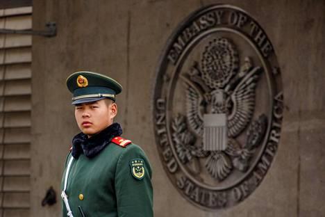 Poliisi vartioi Yhdysvaltain lähetystön portilla Pekingissä viime huhtikuussa.
