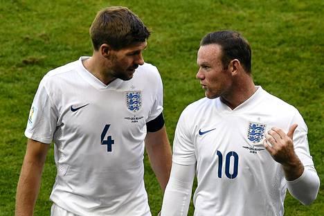 Siirtyykö kapteeninnauha Steven Gerrardilta Wayne Rooneylle?