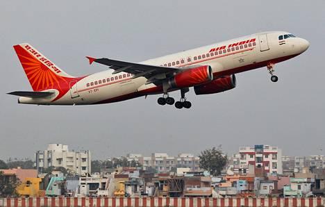 Air Indian matkustajakone nousussa Ahmedabadissa.