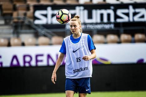 Sanni Franssi harjoitteli naisten maajoukkueen kanssa Töölössä keskiviikkona.