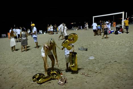 Uuden vuoden juhlioita Copacabana rannalla Rio de Janeirossa, Brasiliassa.