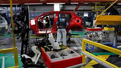 Autoala työllistää Euroopan unionin alueella yli 12 miljoonaa ihmistä. Nissan Micra -autoa koottiin Flinsin autotehtaalla Ranskassa vuonna 2017.