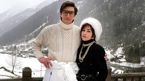 Adam Driver ja Lady Gaga esittävät riitaisaa aviopari elokuvassa House of Gucci.