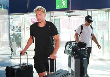 Mikko Rantanen lähti tilauslennolla yhdessä monen muun suomalaisen NHL-pelaajan kanssa kohti Yhdysvaltoja kesäkuun lopussa.