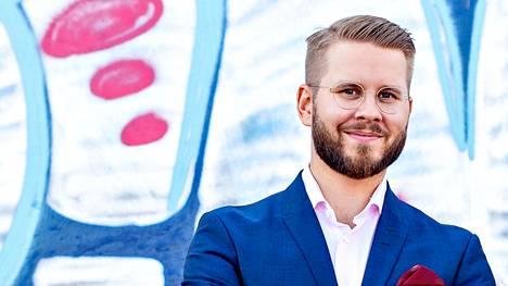 """""""Puolueetonta sijoittajatietoa tarjoava Sijoittaja.fi-sivusto luokitteli EstateGurun yhdeksi parhaista Euroopassa toimivista joukkorahoitusalustoista, joihin suomalaiset pääsevät mukaan"""", kertoo maajohtaja Matti Vansén."""