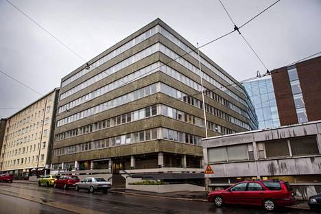 Sininauhasäätiön asumisyksikkö päihde- ja mielenterveysongelmaisille sijaitsee Töölön Ruusulankadulla.