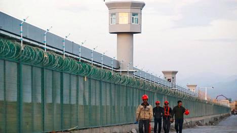 """Kiinan """"koulutuskeskukseksi"""" kutsuma uiguurien keskitysleiri Dabachengissä Xinjiangin autonomisella alueella Kiinassa."""