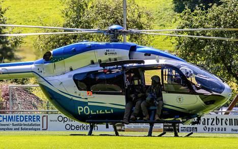 Aseistetun miehen etsintään on käytetty myös helikoptereita. Kuva on otettu sunnuntaina 12. heinäkuuta.