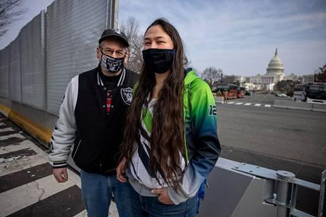 Alaskasta kotoisin olevat Terry ja Sarah Walker olivat unelmoineet Washingtoniin matkustamisesta jo pitkään, eivätkä loppiaisen tapahtumat saaneet isää ja tytärtä perumaan matkaa.