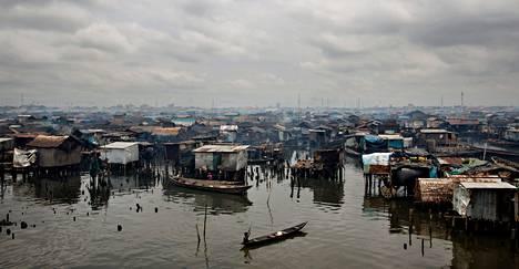 Kalastajat ovat asuttaneet Makokon seutua keskellä Lagosin kaupunkia jo sata vuotta. Merestä törröttää hirsiä muistona taloista, jotka viranomaiset purkivat viime vuonna.