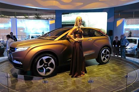 Lada esitteli maasturiaan Moskovan autonäyttelyssä 2012.