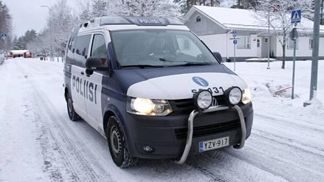 Arkistokuvassa Kankaanpään poliisiaseman partio suorittamassa valvontaa Järventaustalla Kankaanpäässä.