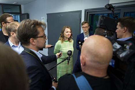 Keskustan puheenjohtaja Katri Kulmuni vastasi lehdistön kysymyksiin maanantaina.