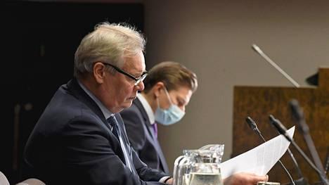 Perustuslakivaliokunnan puheenjohtaja Antti Rinne (sd) ja varapuheenjohtaja Antti Häkkänen (kok).