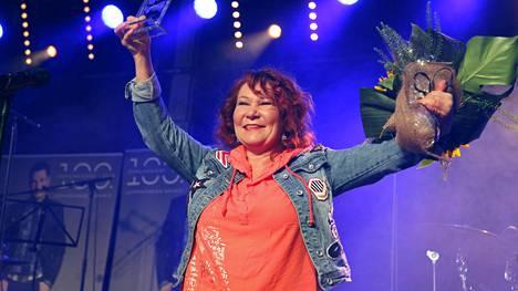 """Vuonna 2019 Iskelmä-Finlandialla palkittiin laulaja Virve """"Vicky"""" Rosti."""
