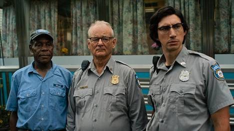 Hank (Danny Glover), Cliff (Bill Murray) ja Ronnie (Adam Driver) ihmettelevät apokalypsia elokuvassa The Dead Don't Die.