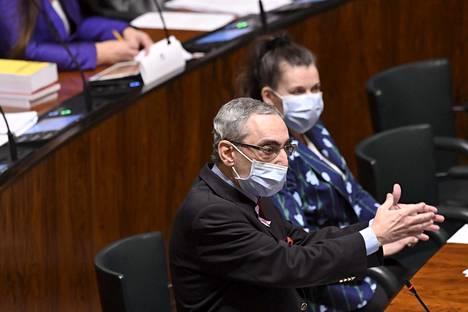 Kokoomuksen kansanedustaja Ben Zyskowicz eduskunnan kyselytunnilla 22. lokakuuta.
