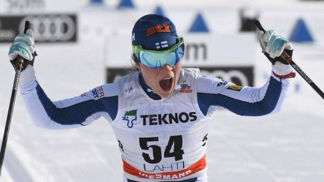 Krista Pärmäkoski otti jälleen voiton maailmancupissa. Hän tuuletti ykkössijaa myös Lahden maailmancupissa.