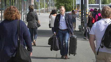 Keskustan puoluekokouksen projektivastaava Lasse Kontiola aloitti kokouksensa Seinäjoella jo tiistaina.