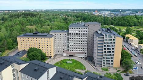 Tilajakamo haluaisi Kätilöopiston sairaalasta käyttöönsä B-siiven joka näkyy kuvassa keskellä.