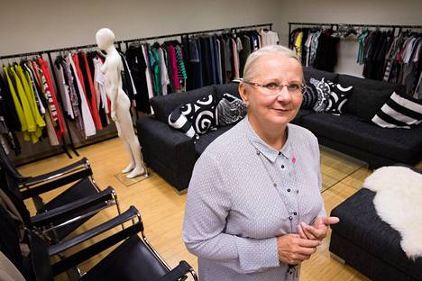 """Seppälän toimitusjohtaja Eveliina Melentjeff yrittää yhä pelastaa perinteikkään vaateketjun. """"Niiden asioiden suhteen, joihin uskon, olen voimakastahtoinen. Mutta jos en uskoisi, luovuttaisin"""", hän sanoo."""