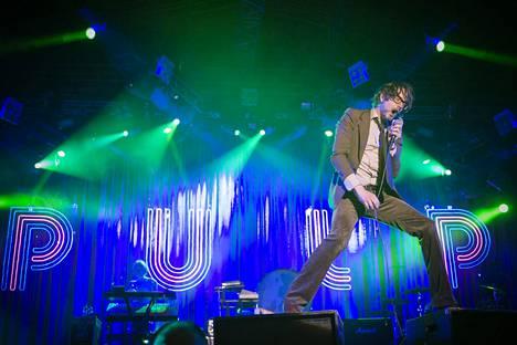 Jarvis Cocker esiintyi Pulp-yhtyeensä kanssa Turun Ruisrockissa vuonna 2011.