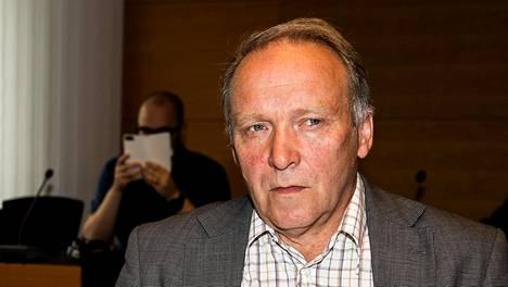 Kansanedustaja Teuvo Hakkarainen Helsingin käräjäoikeudessa kesäkuussa 2018.