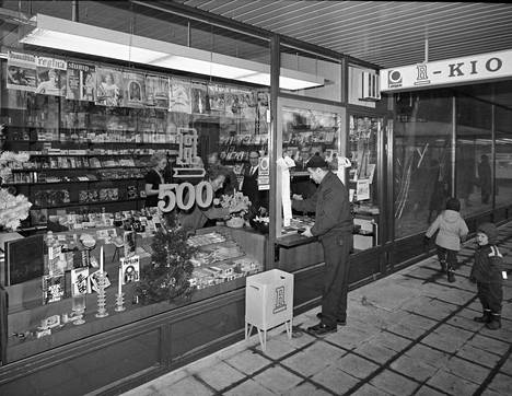 The fifth hundred R-kiosk was opened in late 1970 in Lauttasaari.