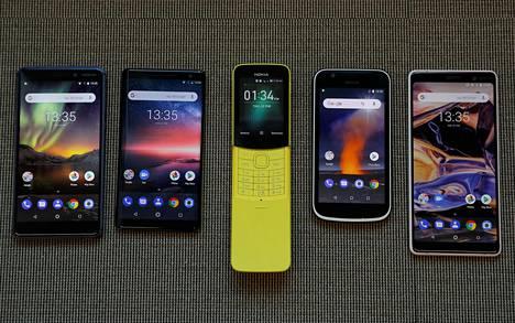 HMD Globalin Nokian tuotemerkillä valmistamia puhelinmalleja helmikuussa 2018. Nokia 7 Plus -puhelin oikealla.