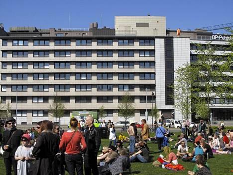 Kallio kukkii -festivaalin konsertteja on järjestetty perinteisesti Dallapénpuistossa. Vuonna 2012 yleisö sai seurata esityksiä auringonpaisteessa.