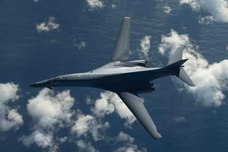 Yhdysvaltain ilmavoimien B-1B-pommikone.