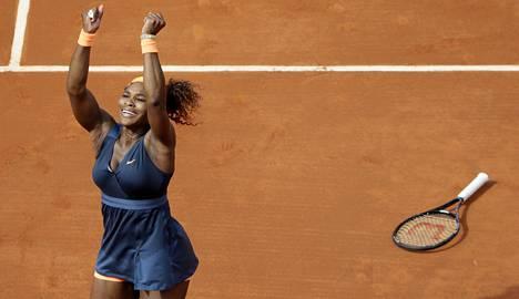 Serena Willaims oli haltioissaan toisen finaalivoittonsa jälkeen Ranskan avoimissa. Hän voitti ensimmäisen tittelinsä jo vuonna 2002. Kaikkiaan hänellä gs-titteleitä kaksinpelissä 16.