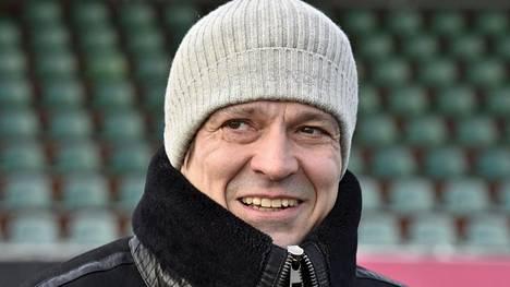 50 vuotta täyttävä jalkapallolegenda Jari Litmanen oli kuvattavana Lahden Kisapuiston kentällä puolitoista viikkoa ennen merkkipäiväänsä.