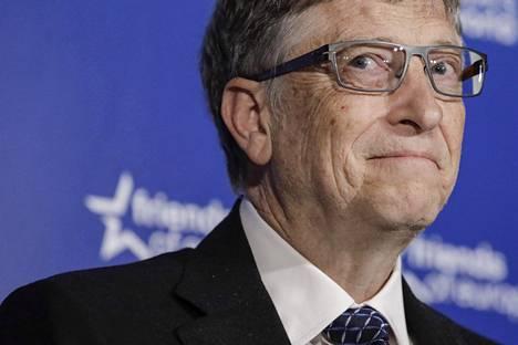 New York Timesin mukaan avioeroprosessin keskellä oleva miljardööri Bill Gates tunnettiin kömpelöistä lähestymisyrityksistään naisille sekä toimistolla että sen ulkopuolella.