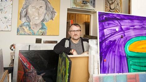 Taidekeräilijä Seppo Fränti kotonaan ennen kokoelman siirtoa Kiasmaan.