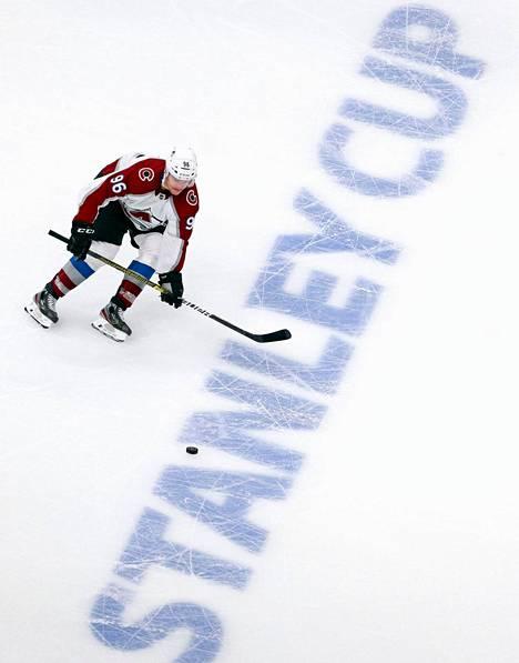 Mikko Rantanen vauhdissa Edmontonissa keskiviikkoillan harjoitusottelussa Minnesotaa vastaan.