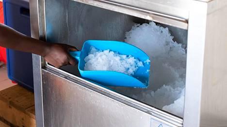 Felanen jääkone tuottaa 200 kiloa jäähilettä päivässä.
