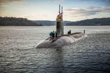Yhdysvaltain USS Connecticut -sukellusvene törmäsi tuntemattomaan esineeseen Etelä-Kiinan merellä lokakuun alussa. Tapaus kärjisti Kiinan ja Yhdysvaltain suhteita entisestään.