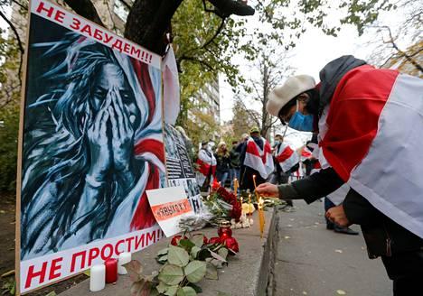 Valko-Venäjän hallitusta vastaan protestoinutta Roman Bondarenkoa muistettiin Minskissä. Bondarenko kuoli väkivaltaisesti viime perjantaina.