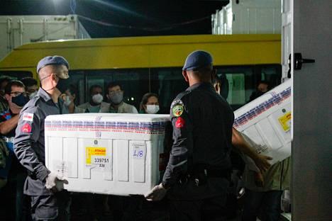 132 500 annosta Astra Zenecan koronarokotetta saapui viime sunnuntaina Filippiineille Manausin lentokentälle.