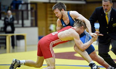 Jussi-Pekka Niemistö (oik) päihitti Ivan Fedotovin loppuottelussa.