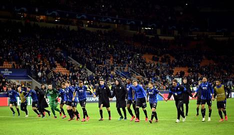 Atalantan pelaajat tuulettivat 4–1-voittoa Valenciasta, ja yli 40000 ihmistä juhli katsomossa.