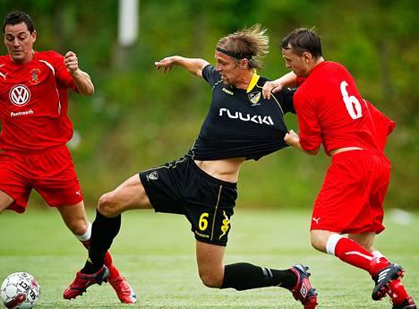 Hermanni Vuorinen pelasi Hongassa Bangor Cityä vastaan kesällä 2010, mutta nyt hänen jatkonsa seurassa on epävarma.