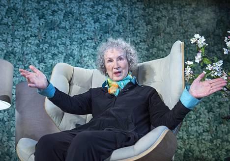 Margaret Atwoodin romaani Testamentit sijoittuu samaan maailmaan kuin Orjattaresi, mutta on täysin erilainen romaani