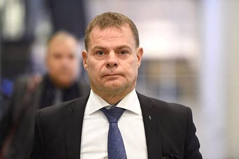Krp:n virasta pidätetty päällikkö Robin Lardot Helsingin käräjäoikeudessa.