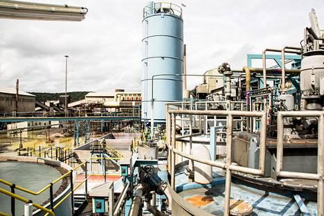Outotecin toimittama kaasunpuhdistusjärjestelmä ja rikkihappotehdas Namibiassa.