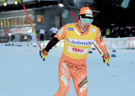 Ristomatti Hakola oli sprintin nopein. Lauantaina hän oli toinen vapaalla hiihdetyssä 16,5 kilometrin kisassa.