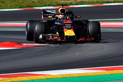 Red Bullin kuljettaja Daniel Ricciardo ajoi Katalonian GP-radalla testeissä.